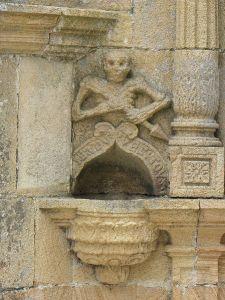 L'Ankou représenté sur l'ossuaire de La Roche-Maurice