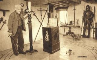 Gérald Gardner dans la salle de Magie